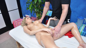Shapely babe with nice tits doesn't mind fucking her massage therapist
