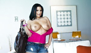 Busty latin MILF Sophia Lomeli exposing her banging tits and booty