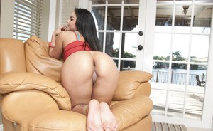 Latina babe with a big ass Violet Vasquez shows her hot body