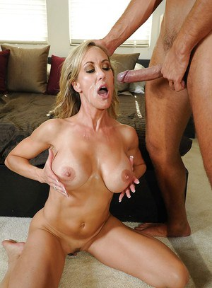 MILF with a big breast Brandi Love gets her pussy licked and fucked