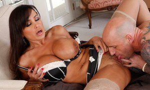 Sexy MILF babe in stockings Lisa Ann stretching her cunt hardcore