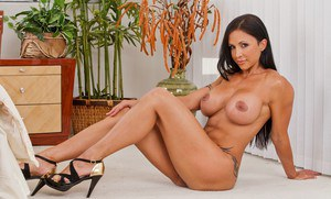 Big tits and firm ass make milf babe Jewels Jade great spreading legs
