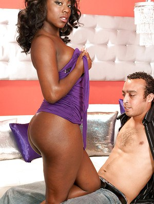 Black MILF Janea Jolie strips and exposes her gorgeous butt