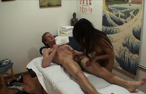 Asian massage girl Annie Lee finishes her client with hardcore fucking