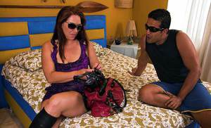 Chubby Latina in boots Aline Moura takes massive cumshot on sunglasses