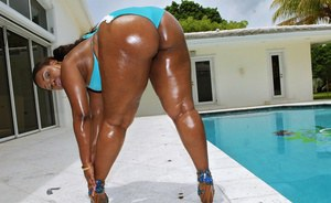 Ebony BBW MILF flaunting her huge oiled up black ass outdoor