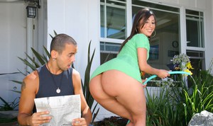 Big ass latin MILF Alexis Breeze fucked and got cum on her huge butt