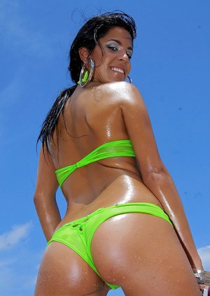 Sexy latina babe Alana Jade exposing her big wet ass on the beach