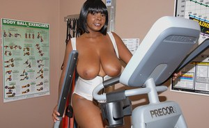 Lovesome black MILF Stacy Adams exposing huge tits in the gym