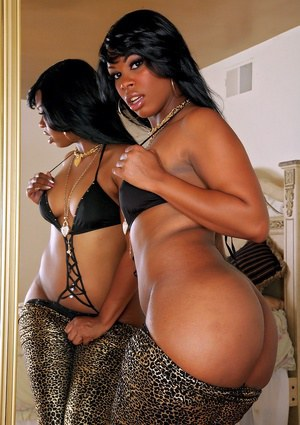 Ebony hottie Vanessa Monet shows off her big brown booty