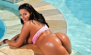 Fervent latin babe Regina Rizzi showing sexy curves in the pool