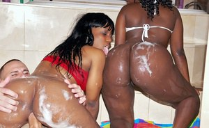 Ebony girls Zena & Staxxx fucking hardcore in the bath with a guy