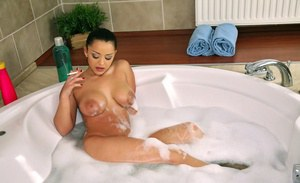 Seductive MILF Liza Del Sierra smoking and masturbating her hairy cunt