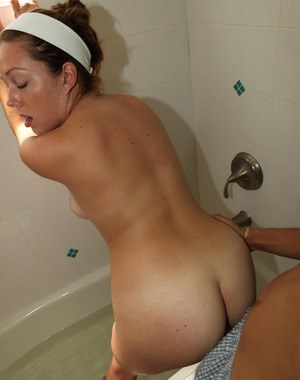 Young girlfriend gives a blowjob and gets fucked hardcore in a bath