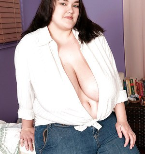 Chubby babe Lisa Canon shows her huge tits and spreads her cunt