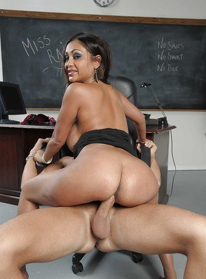 Indian MILF teacher Priya Anjali Rai giving a blowjob and fucking