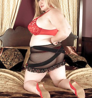 Lusty & busty Allysa Andrews shows off her chubby booty in lingerie