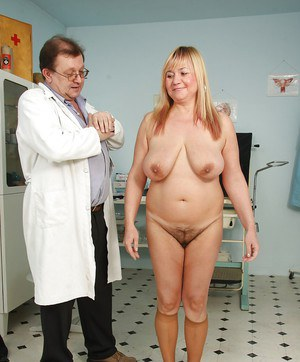 Fat mature visits the gyno & spreads her hairy bush for pussy viewing