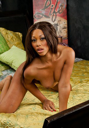 Tempting ebony babe Leilani Leeane stripping and spreading her legs