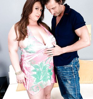 Fatty MILF with huge boobs Nikki Cars gets nailed hardcore