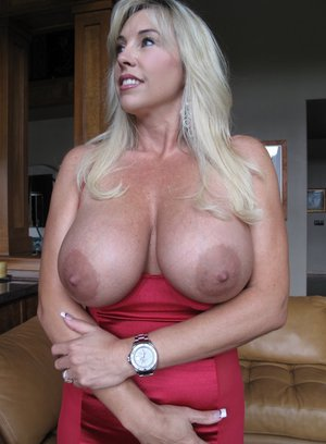 Gorgeous MILF on high heels Wifey showing her massive jugs