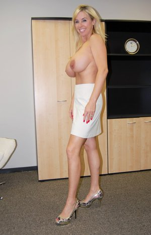 Stunning MILF Wifey showing her boobs and spreading her legs