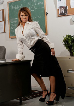 Slutty teacher on high heels Jenla Moore stripping in the class