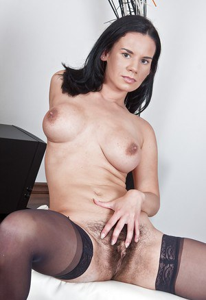 Fuckable babe Winnie taking off her lingerie and spreading her legs