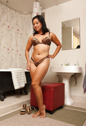 Sexy asian babe Lucky Starr taking off her lingerie in the bath