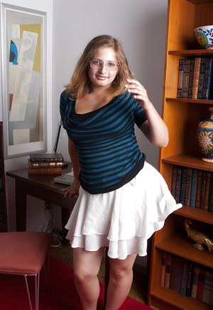 Fatty teen babe in glasses stripping and spreading her legs