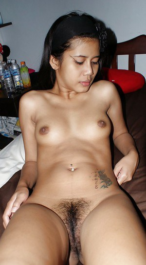 Sweet asian babe with nice tiny tits posing naked and spreading her legs