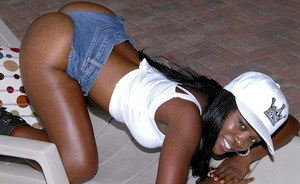 Ebony babe in jeans shorts exposing her tits and butt outdoor