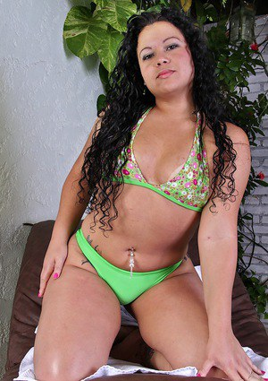Fatty latina babe Mary Rodrigues slipping off her bikini by the pool
