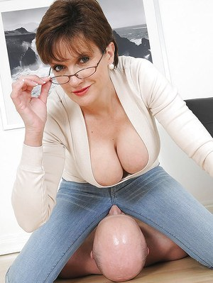 Voluptuous mature lady in blue jeans practising face sitting