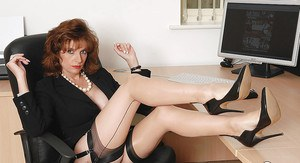 Mature fetish babe on high heels showing off her fanny in the office