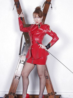 Kinky mature lady in latex suit showing off her shaved pussy