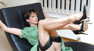 Seductive mature babe in stockings spreading her sexy legs