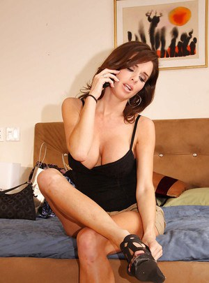 Horny voyeur watches Veronica Avluv stripping all of her clothes