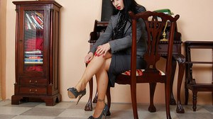 Fetish MILF taking off her skirt and exposing her pussy in the office