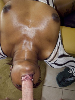 Ebony MILF Nyeema Knoxxx gives a blowjob and gets a cumshot in her mouth
