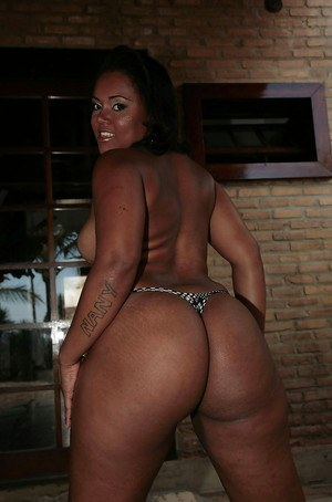Fatty ebony babe with amazing huge ass slipping off her panties