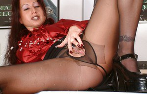 Kinky mature babe spreading her legs and pissing through ripped pantyhose