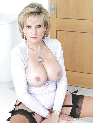 Mature fetish babe in stockings showing off her sexy ass and big jugs