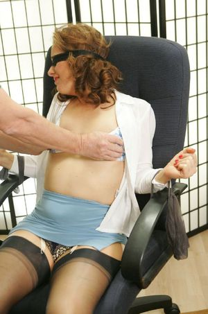 Blindfolded and bound mature babe gets her hairy pussy tortured