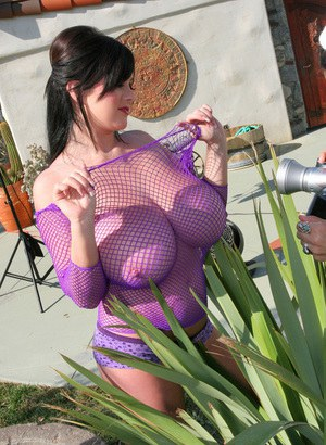 Fatty raiven haired babe showcasing her huge boobs outdoor