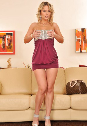 Foxy babe Samantha Jolie uncovering her jugs and taking off her high heels