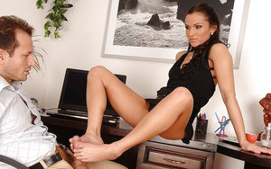 Smoking hot MILF Sunny Jay gets her toes sucked and her cunt nailed