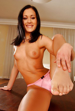 Missy Nicole taking off her high heels and exposing her barefeet