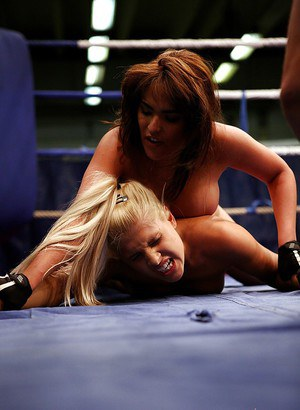 Blonde babe Brandy Smile gets dominated in a catfight by Valery Summers