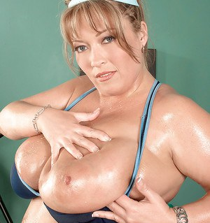 Buxom MILF Savannah Phair uncovering her fatty ass and huge jugs